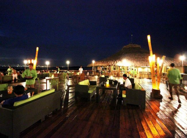 lantaw cebu floating restaurant